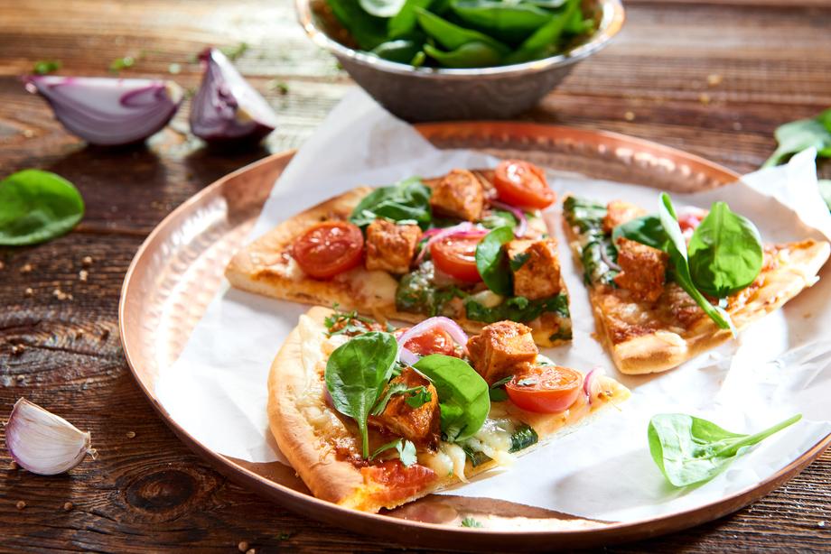 Pizza con la salsa Butter Chicken