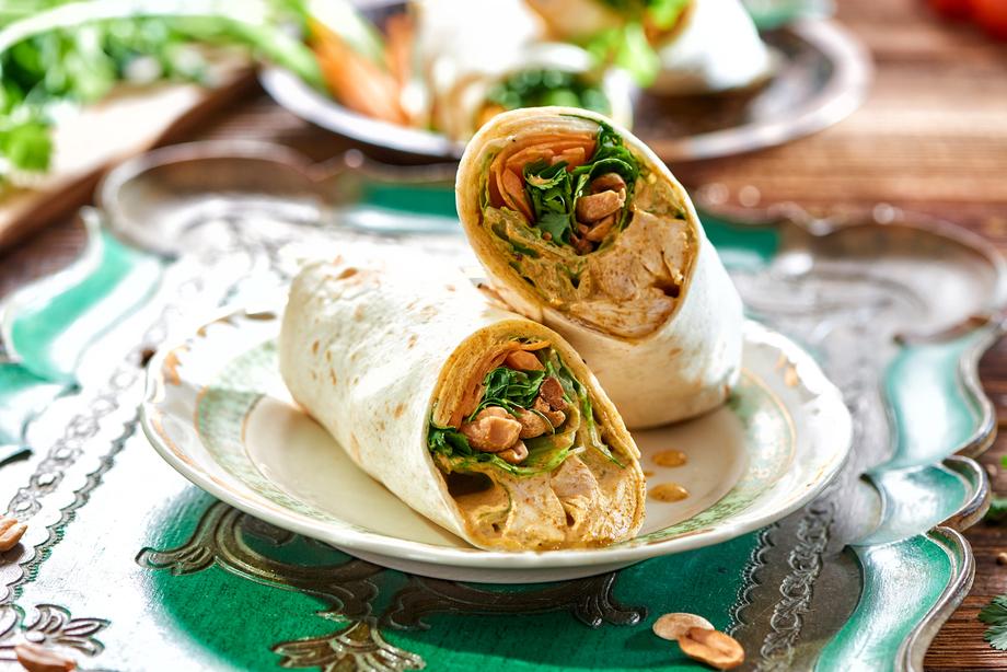 Wrap de pollo al curry con ensalada